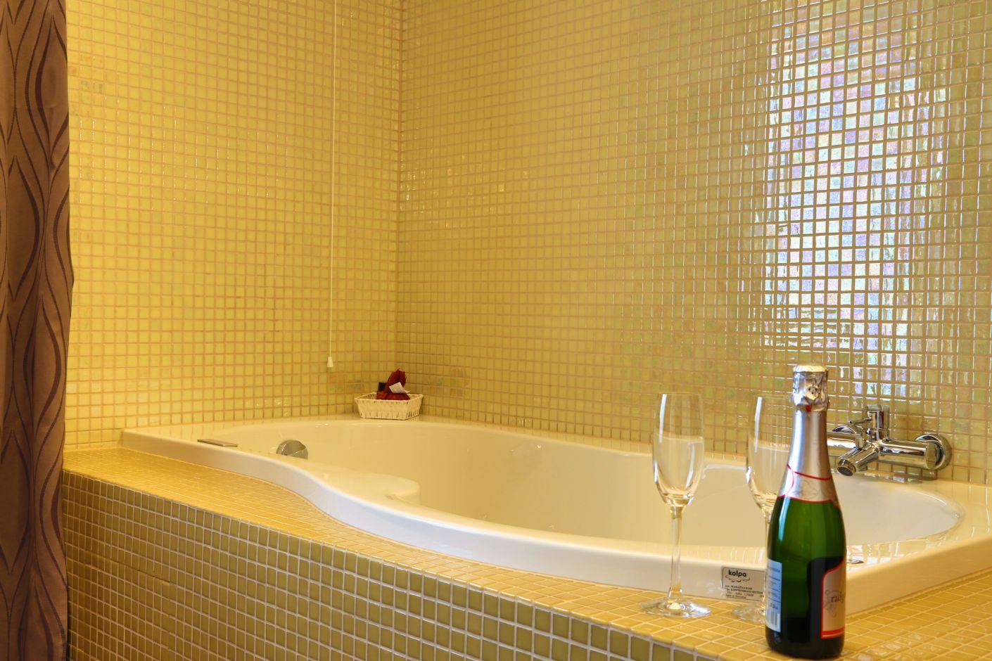 Vasca Da Bagno Per Hotel : Hotel atrij terme zreče